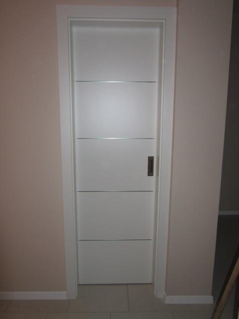 Drsna vrata v steno
